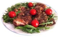 Pollo-aromatico-su-letto-di-rucola-e-pomodorini